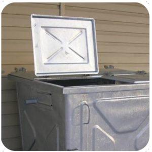 Metalowy pojemnik na odpady z pokrywą trójdzielną 1100l otwarty
