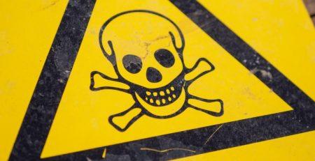 Odpady niebezpiecznie. Photo by Mikael Seegen on Unsplash